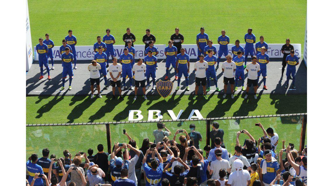 Osvaldo, con nuevo look en la presentación del plantel de Boca