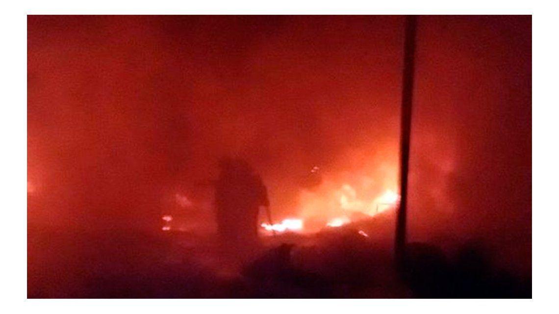 Un voraz incendio se desató en una petroquímica de Florencio Varela