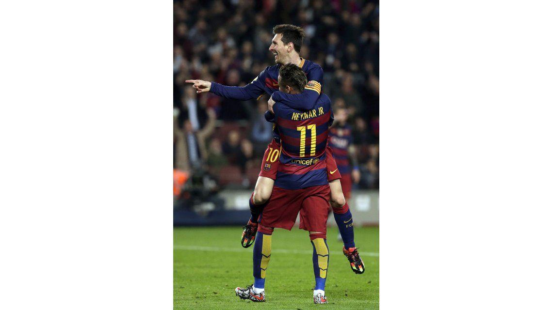 Con el triplete ante Valencia, Messi superó los 500 goles con el Barcelona