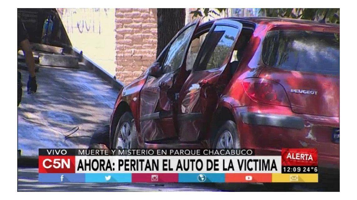 Misterio en Parque Chacabuco: hallan muerto a un hombre dentro de un auto
