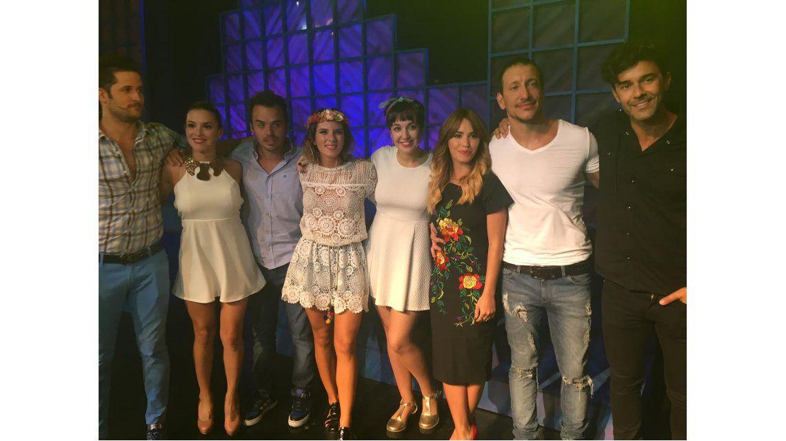 La romántica salida de Lali Espósito y Mariano Martínez: noche de teatro y risas con amigos