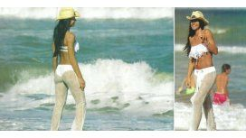 El look hot en la playa de Carolina Baldini