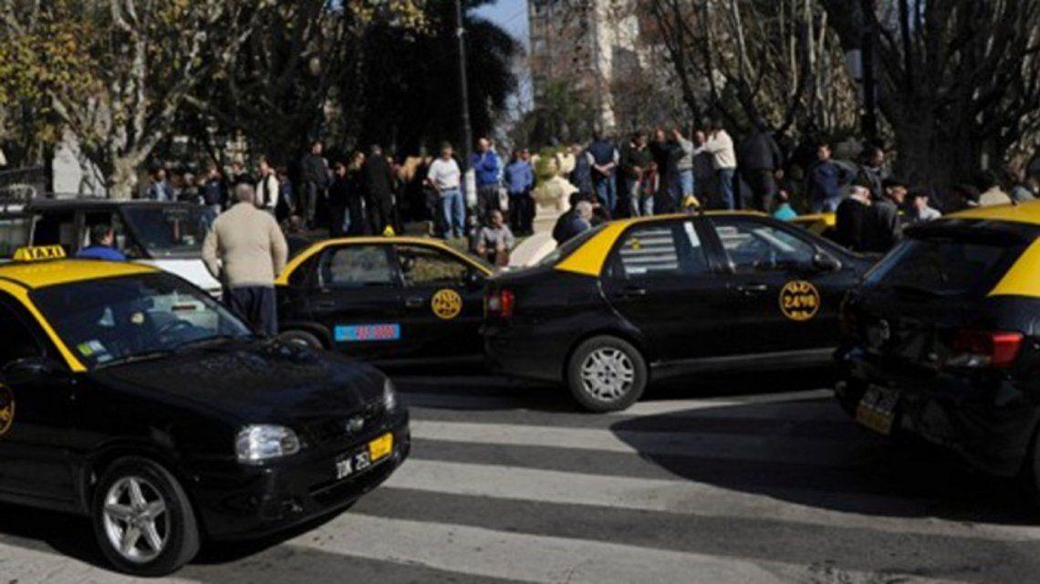 Asesinan a un taxista en Rosario y los choferes paran para reclamar seguridad