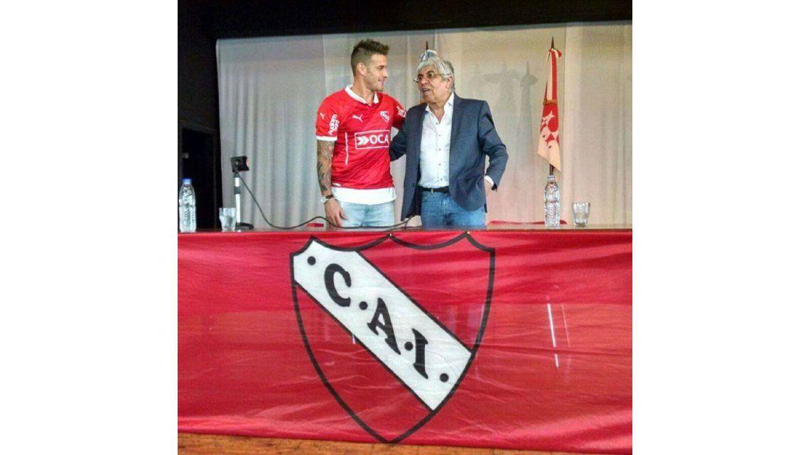 Denis fue habilitado y estaría en el banco en el debut ante Belgrano