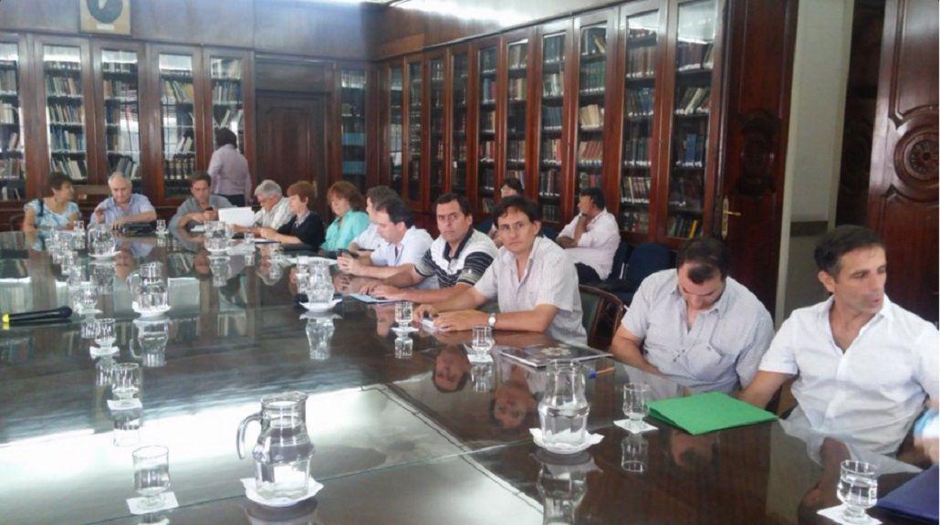 Los gremios docentes rechazaron el aumento del 23,6% que propuso la Provincia