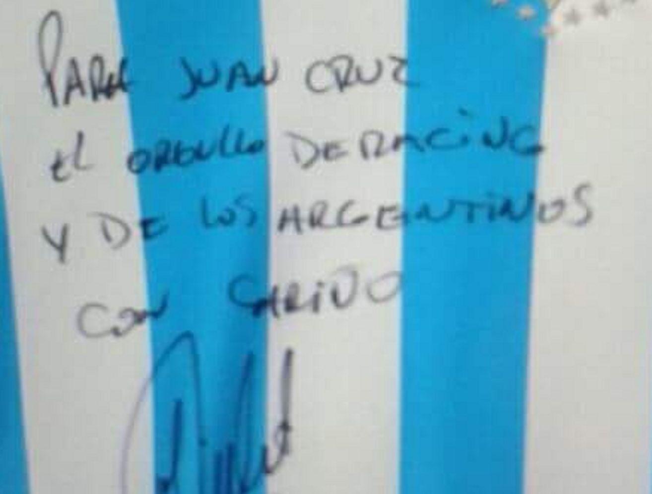 El bomberito héroe cumplió su sueño: Diego Milito le firmó una camiseta