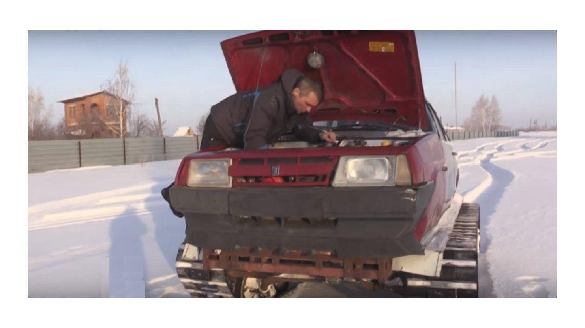 VIDEO: Armó un tanque con su coche viejo