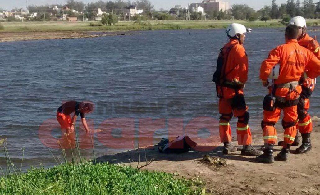 Un hombre murió y su hermano permanece desaparecido tras caer al río Dulce