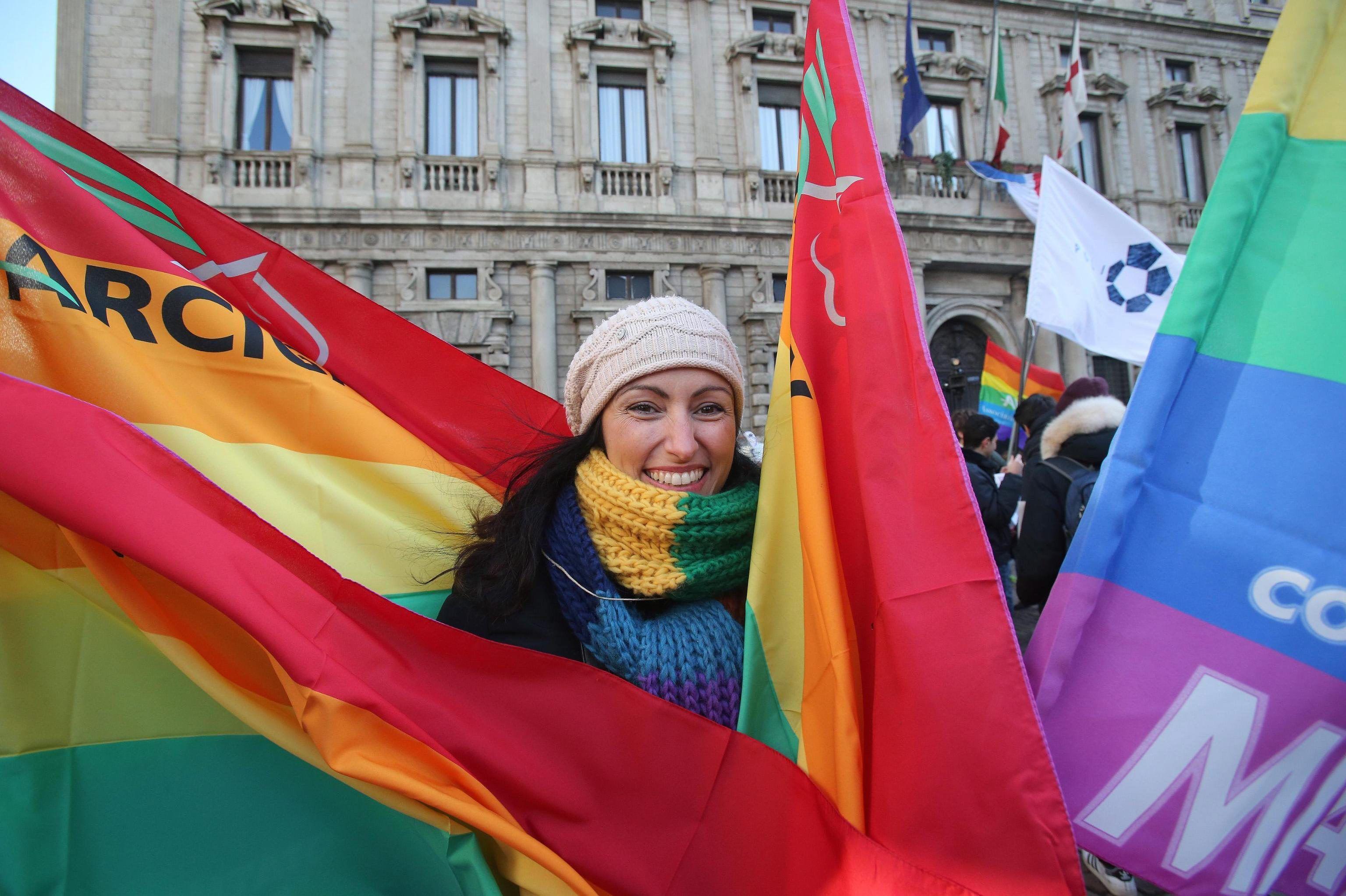 Multitudinarias marchas en Italia por la legalización de matrimonio igualitario