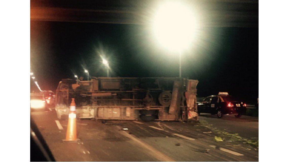 Caos de tránsito por accidente en la Autopista La Plata-Buenos Aires