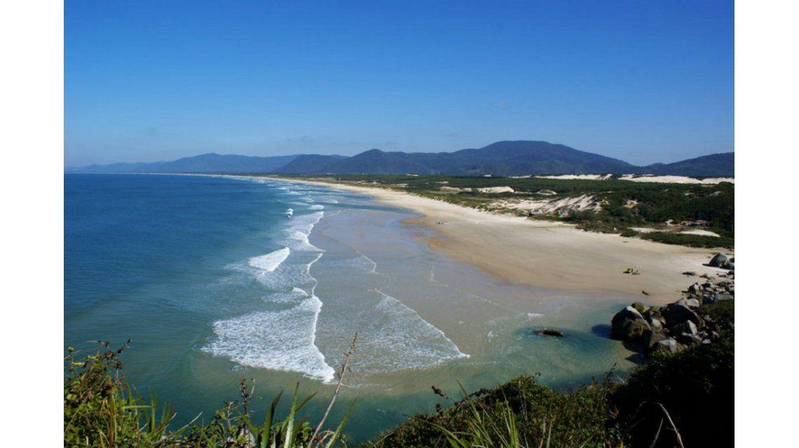 Encuentran un cuerpo en la costa de Florianópolis