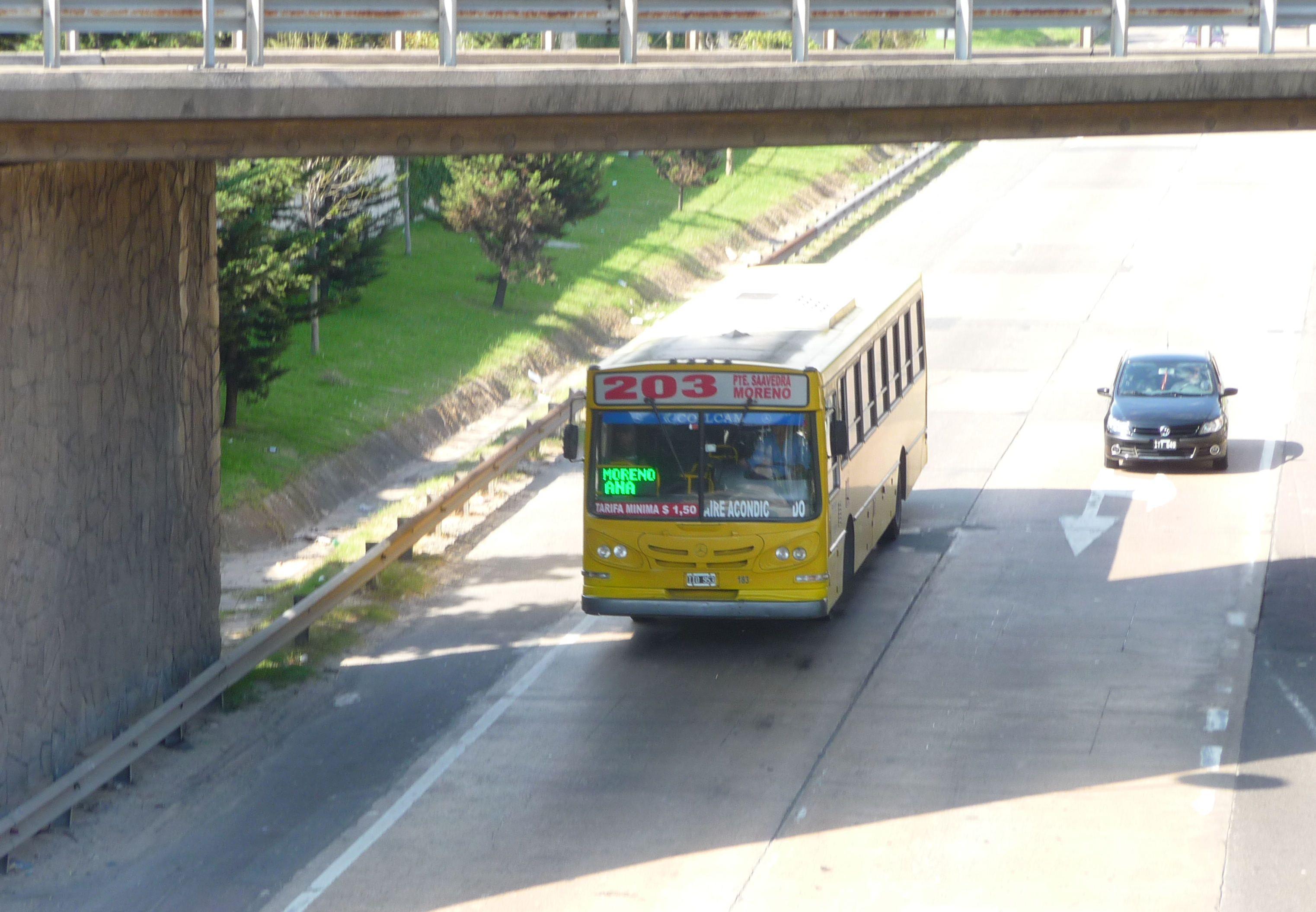 Conflicto en la línea 203 deja a miles de pasajeros sin colectivos