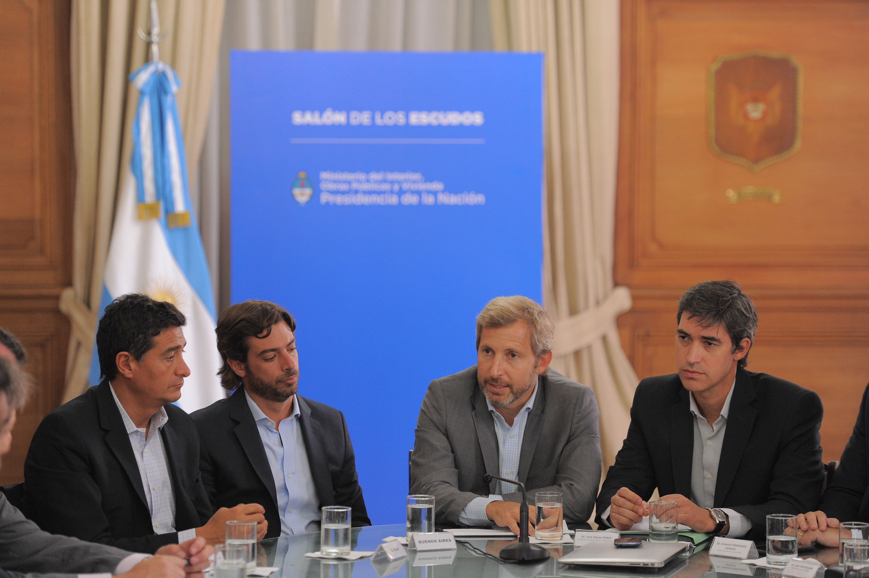 Con el debate por la coparticipación como fondo, Frigerio recibe a gobernadores del PJ