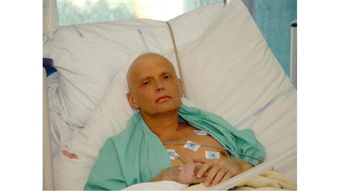 Putin habría mandado a envenenar a un ex espía con una taza de té radioactiva