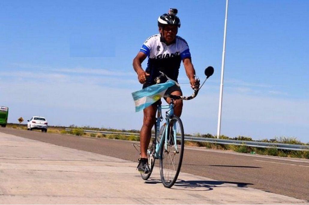 Don Ramón es argentino y por una escuela pedalea a lo largo de todo el país