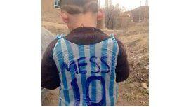 Hallan al niño de la camiseta de Messi de plástico