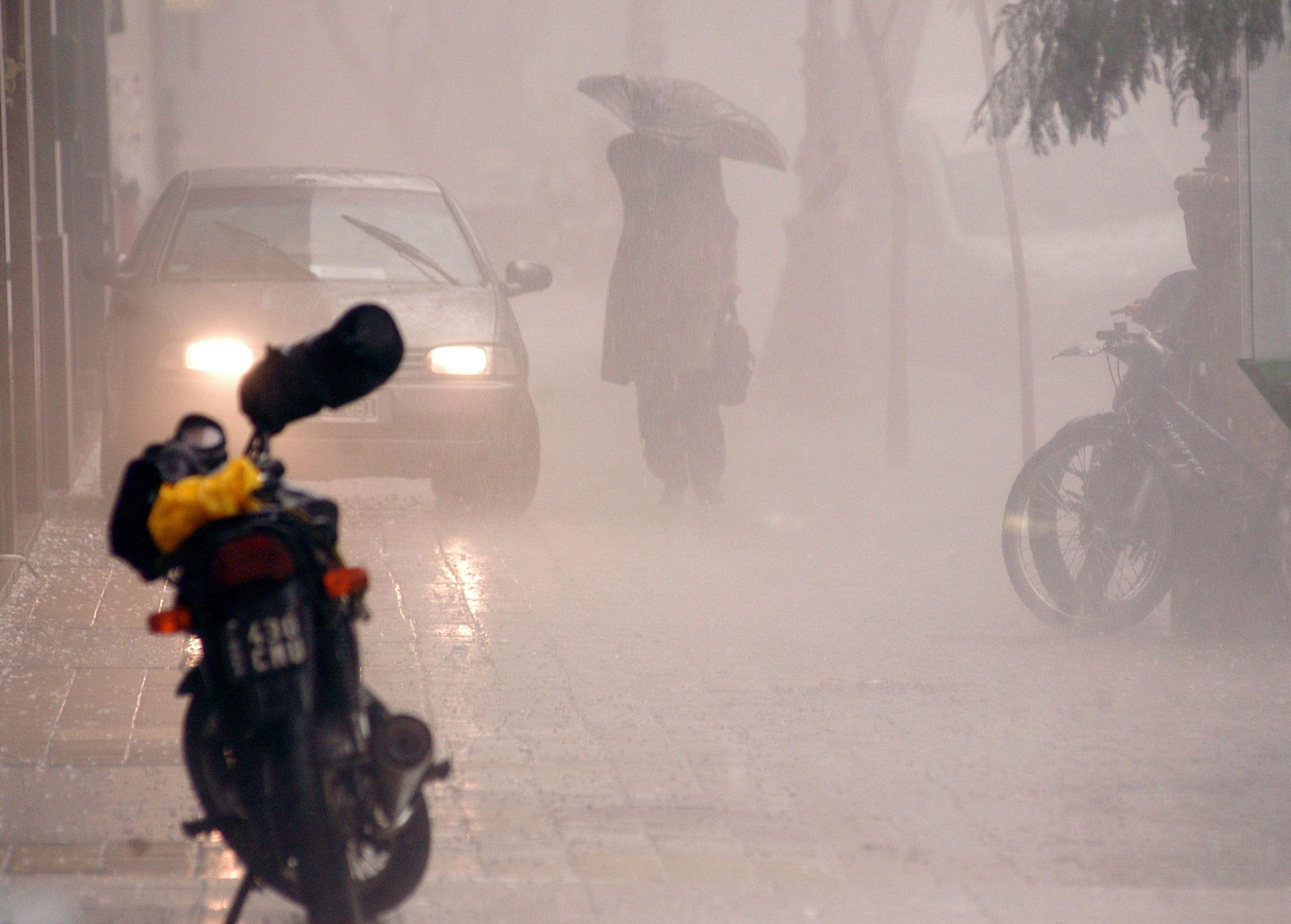 A guardar el auto: advierten por tormentas fuertes y ocasional caída de granizo