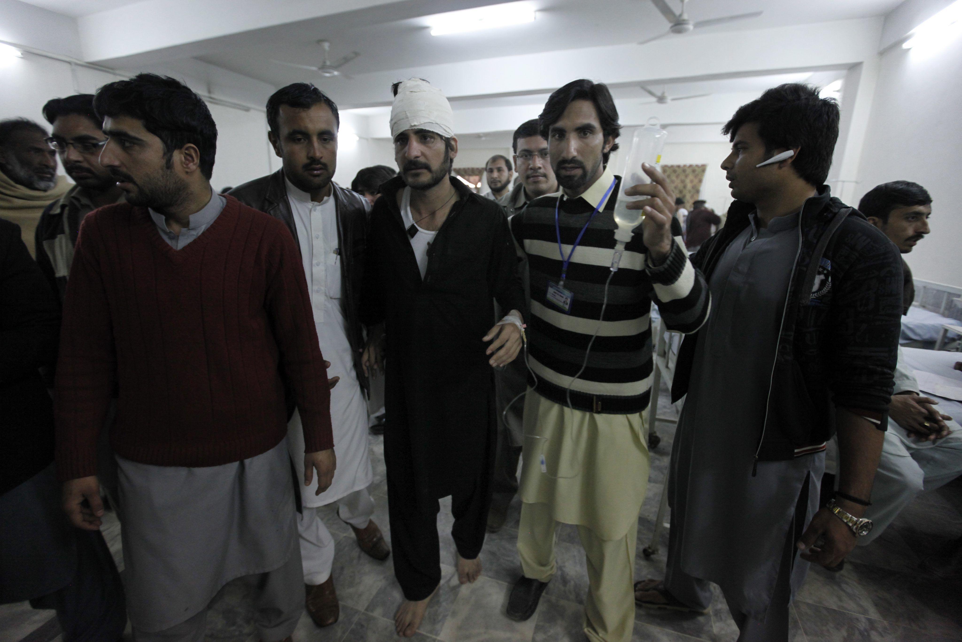 Masacre en Pakistán: al menos 25 muertos en un ataque a una universidad