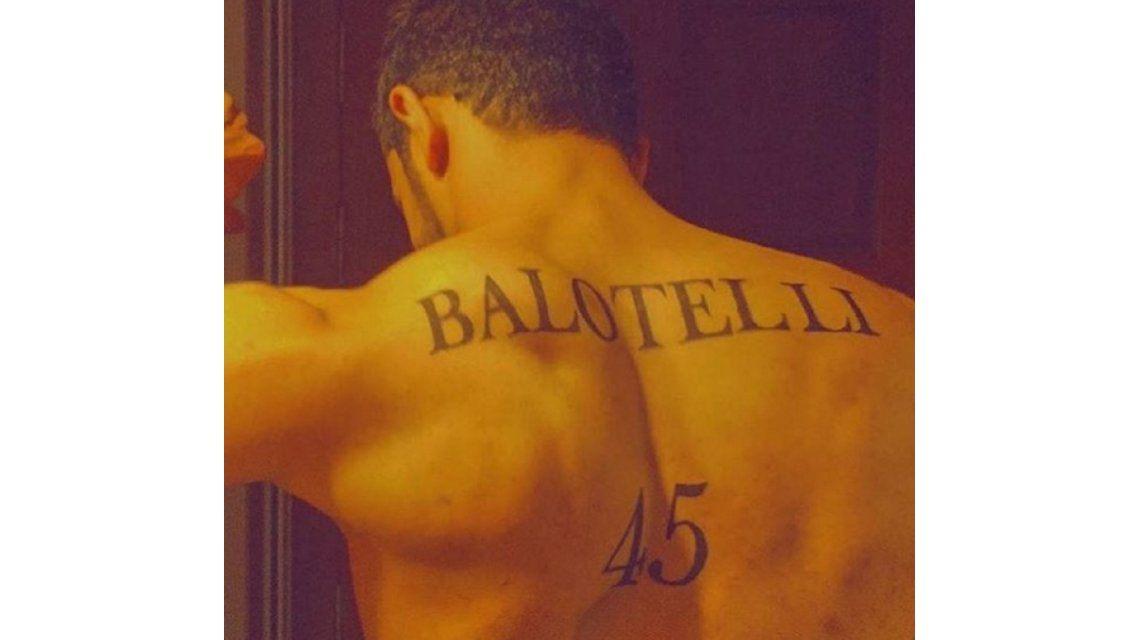 Balotelli, fascinado por el excéntrico tatuaje que le dedicó un fanático