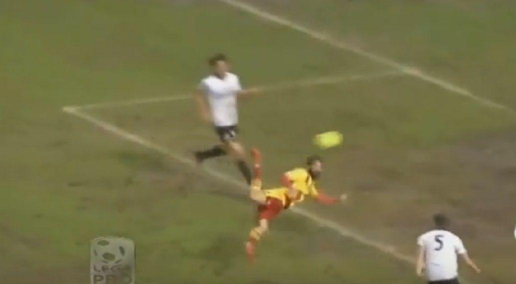 Directo al Puskas: fantástico gol de escorpión en el fútbol italiano
