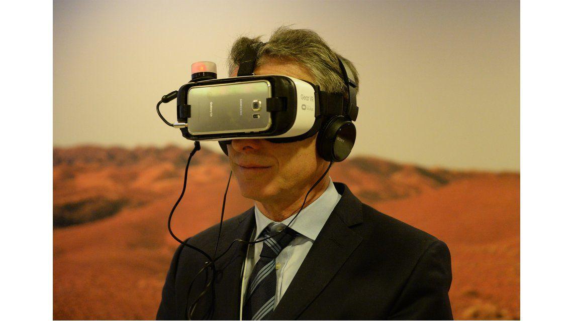 El presidente Macri probó la realidad virtual en Davos