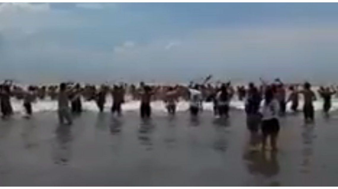 VIDEO: los hinchas de San Lorenzo coparon las playas de Mar del Plata