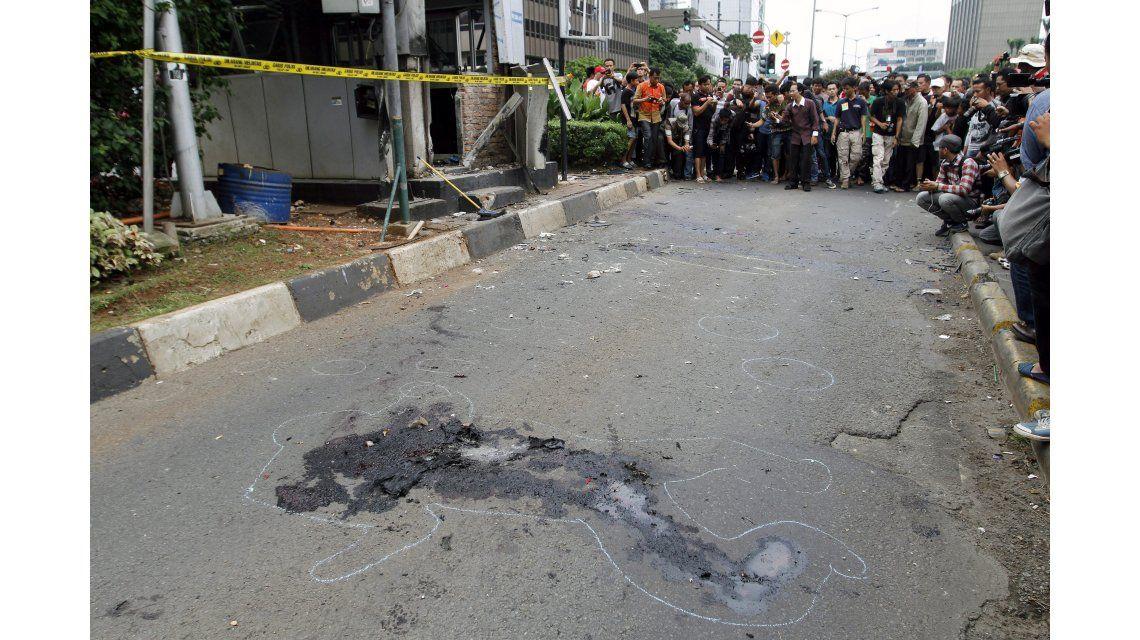 Revelan el kit terrorista que llevaban en sus mochilas los yihadistas en Jakarta