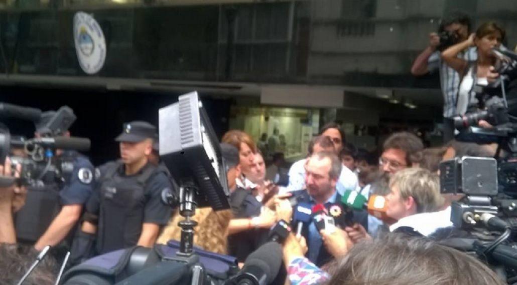 Sabbatella, otra vez en la puerta de la Afsca: No les importan las instituciones