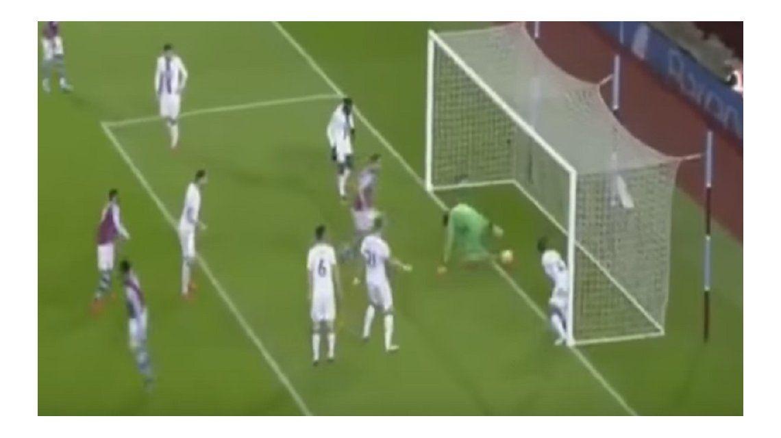 VIDEO: Por este gol, todo Inglaterra se ríe del arquero