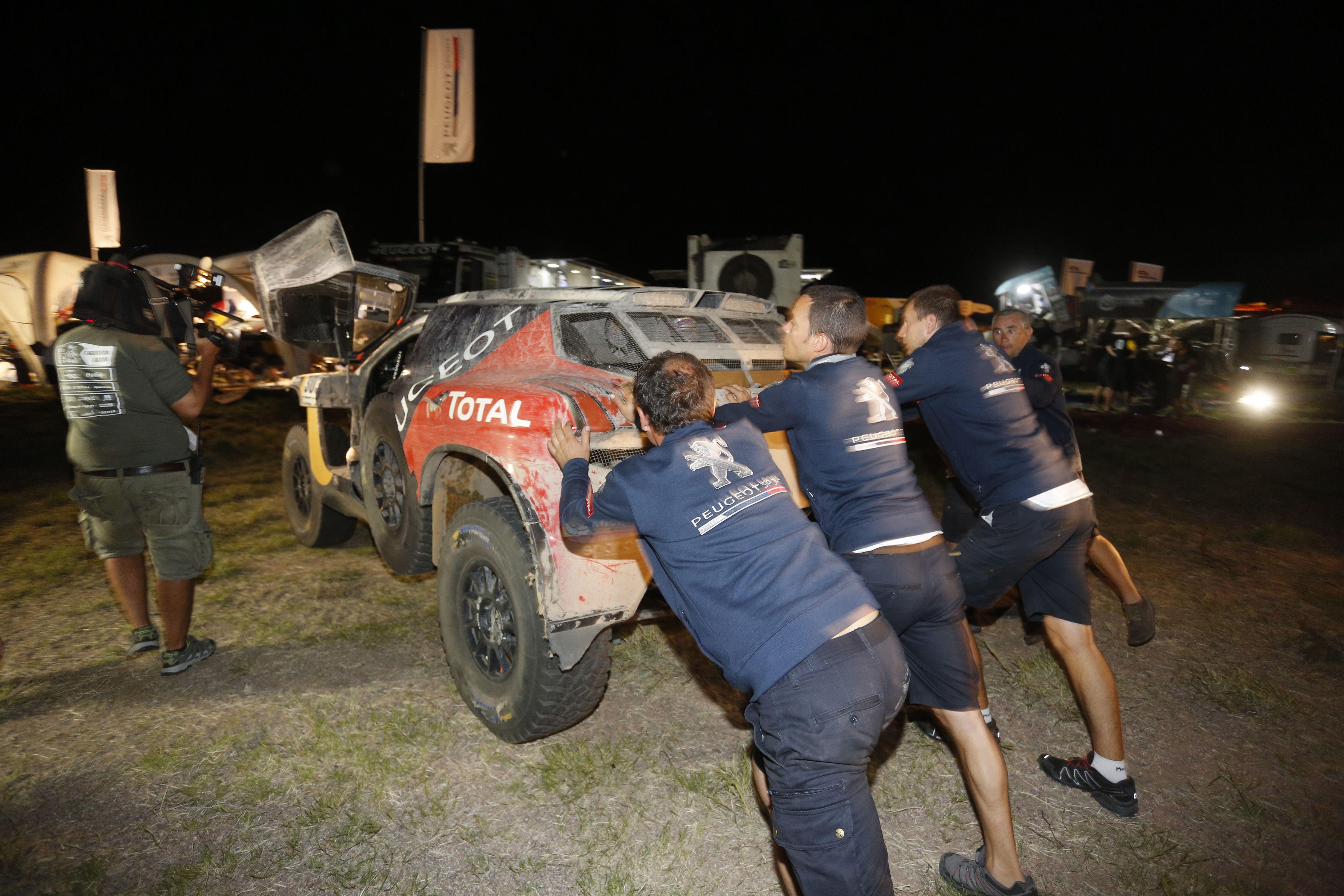 Carlos Sainz, tras un nuevo abandono en el Dakar: Estoy contento