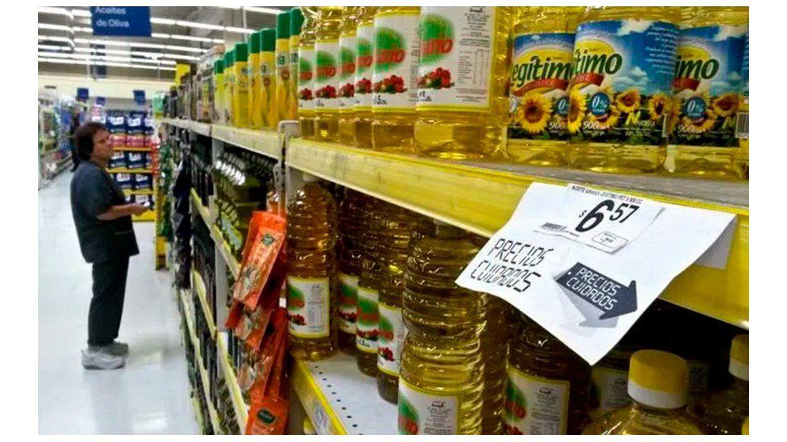 Economista de FIEL advirtió que el atraso en los precios alcanza al 50 por ciento