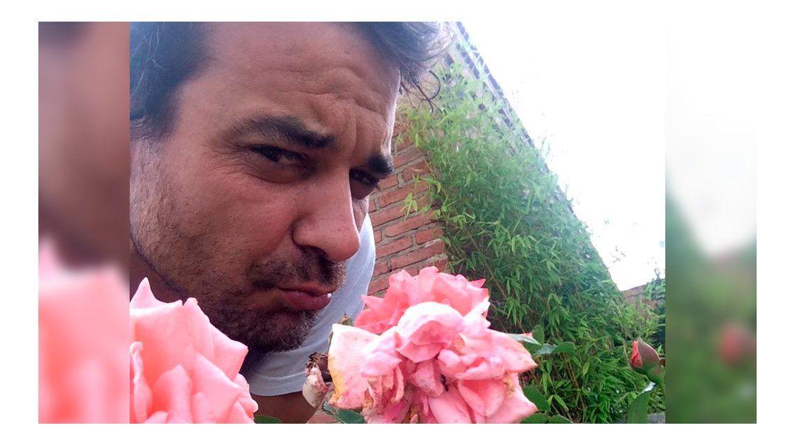 Pedro Alfonso, sorprendido por una insólita visita en el jardín de su casa