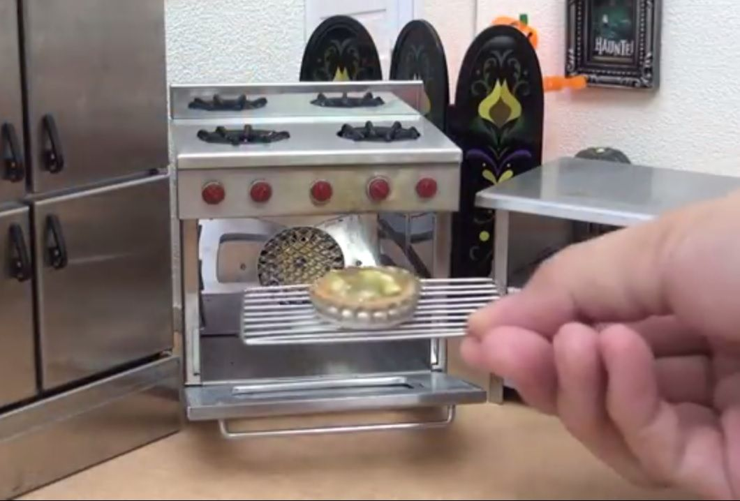 ¡Seguro te quedás con hambre! Es furor la moda de cocinar platos miniatura