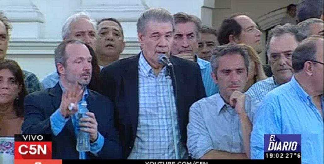Masiva marcha contra el despido de Víctor Hugo Morales