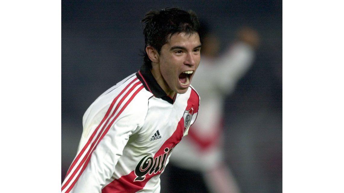 Sólo seis meses después de volver a River, Saviola anunció su desvinculación del club