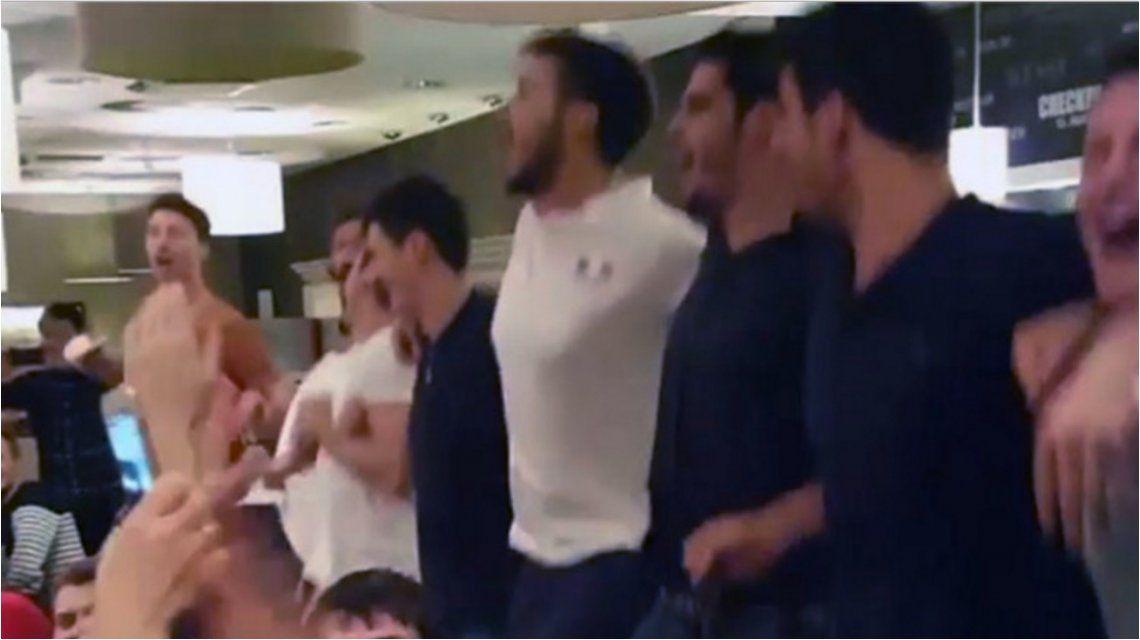 Buenos perdedores: pese a la derrota, la selección francesa de vóley terminó cantando