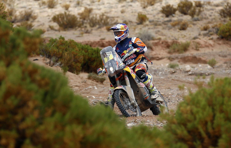 Toby Price ganó la quinta etapa en motos; Benavides, 16º