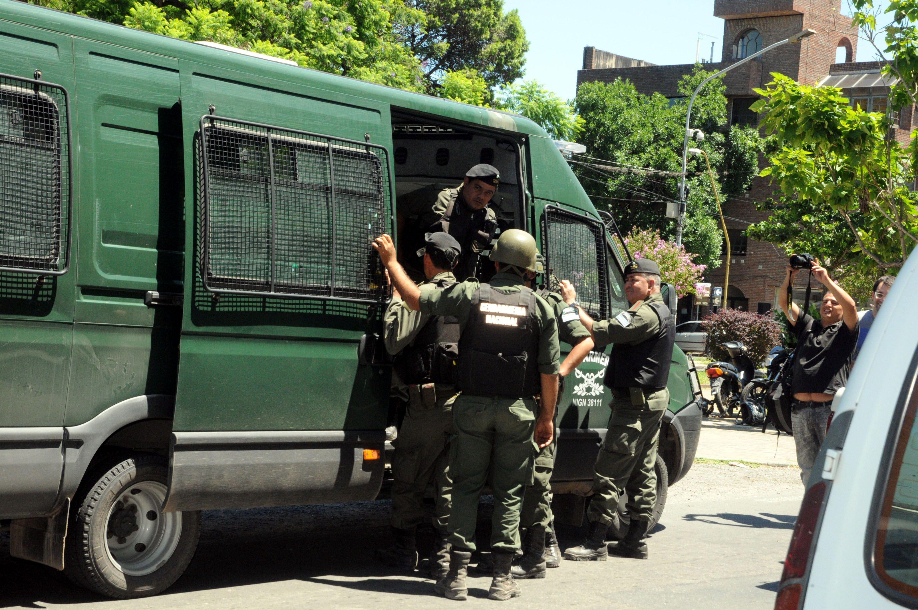 Uno de los gendarmes recibió el alta médica y el otro está fuera de peligro