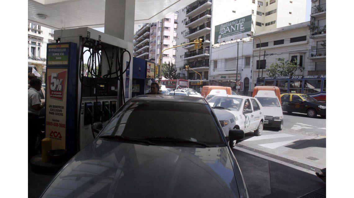 Cargar será más caro: ya rige el aumento de 6% en naftas y el gasoil