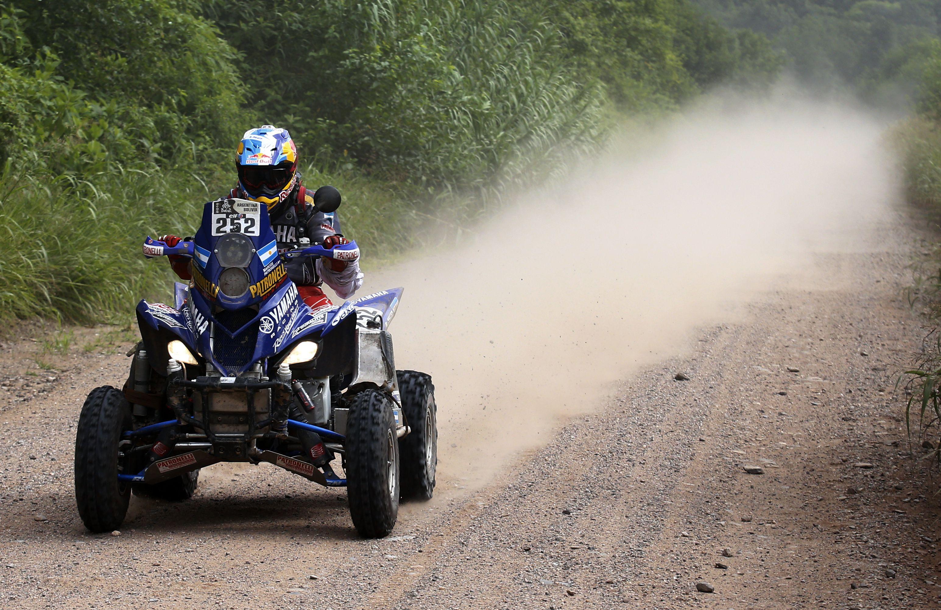 Los argentinos siguen liderando el Dakar en cuatris
