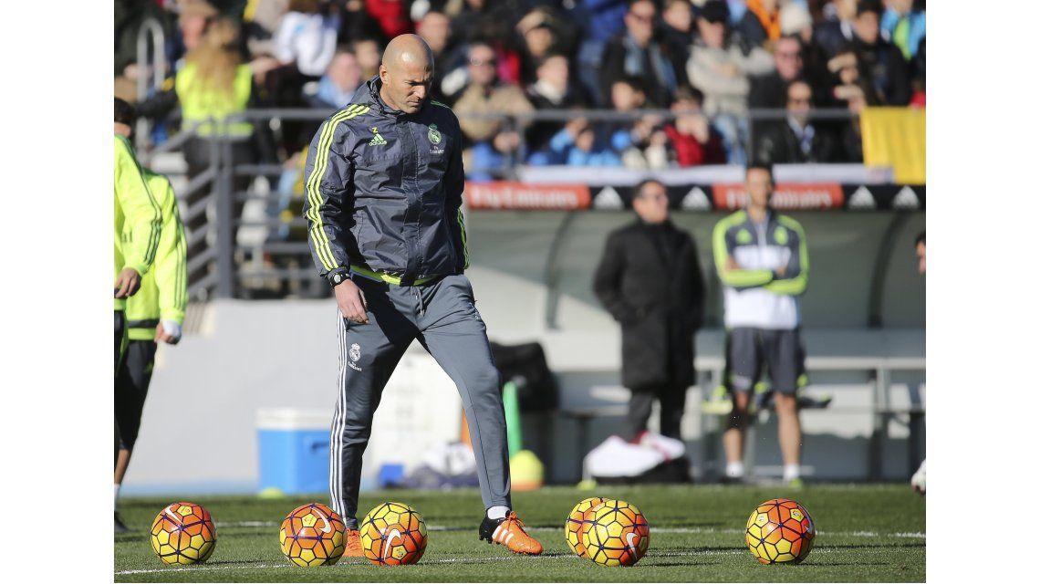 Zinedine Zidane dirigió su primer práctica como DT del Real Madrid