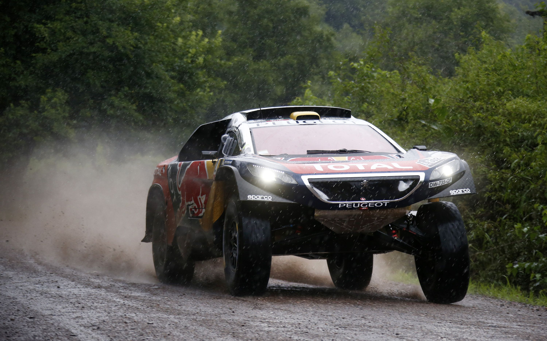 Peterhansel fue el más rápido en la cuarta etapa; Loeb sigue como ...
