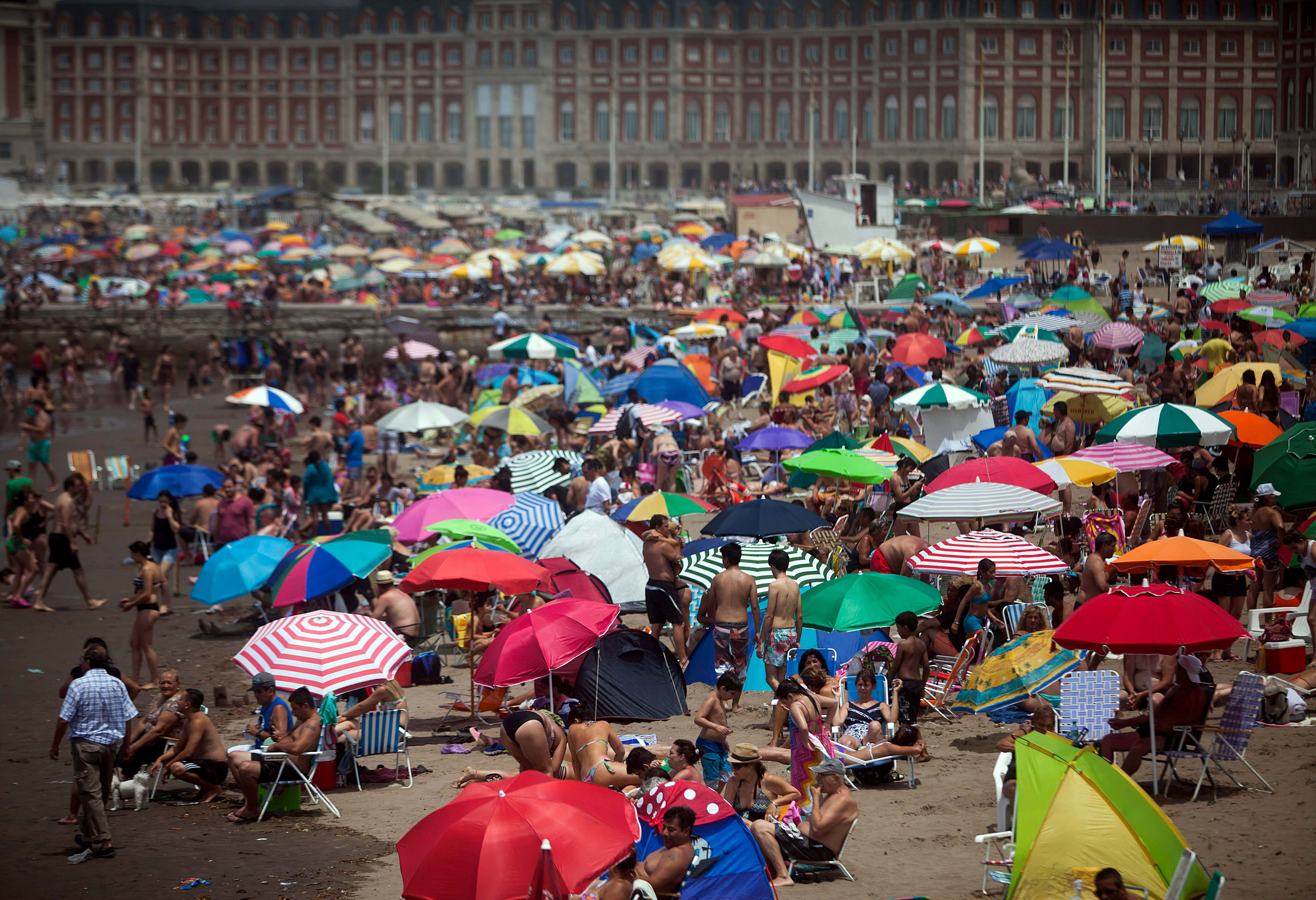 Hoteleros por la baja del turismo: Subsidiamos vacaciones en el exterior