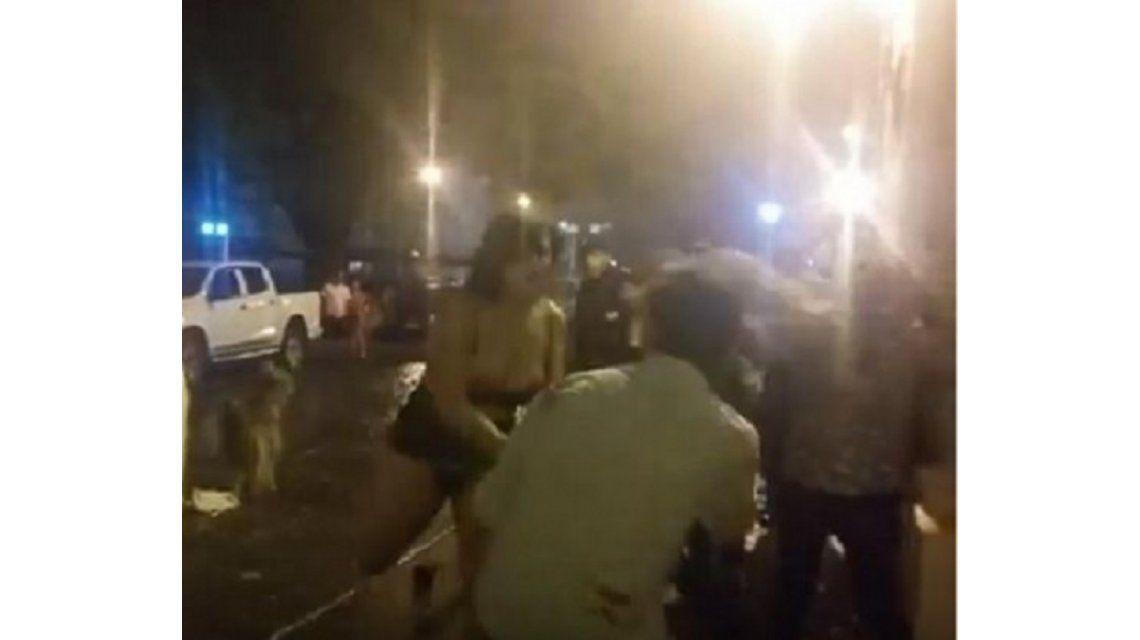 Violenta pelea entre travestis en la puerta de un boliche