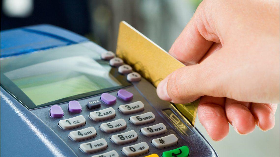Clientes, más cautelosos: recortan compras en cuotas con tarjetas