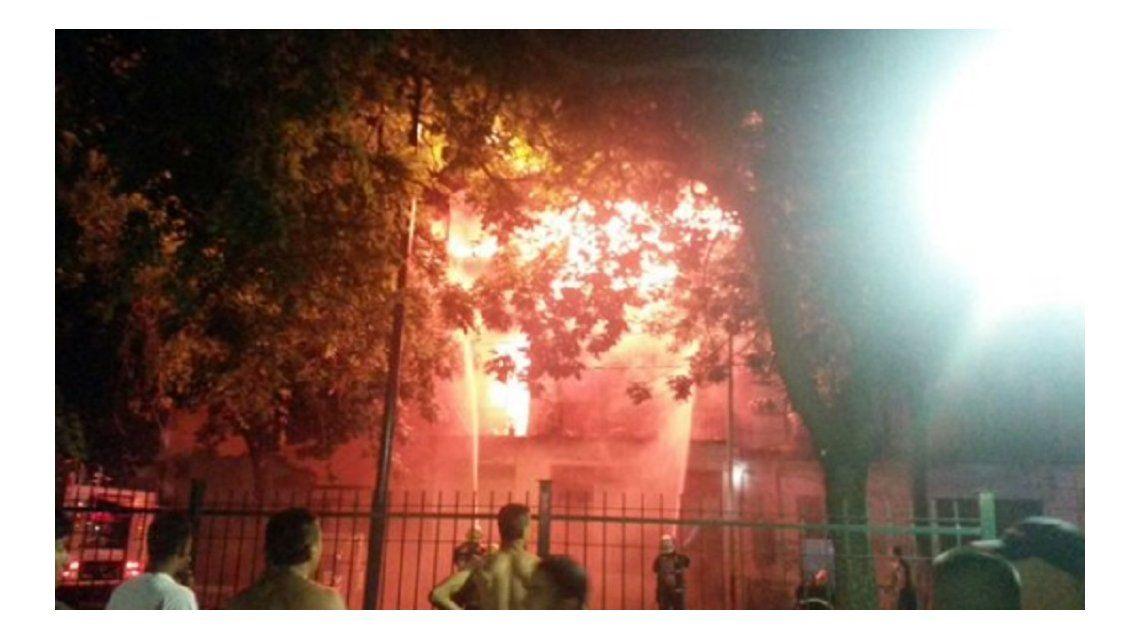 Feroz incendio en dos conventillos de La Boca
