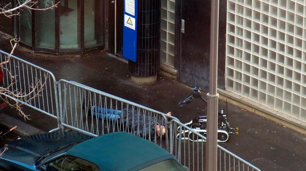 París: abatieron a un hombre con explosivos que gritaba Alá es grande