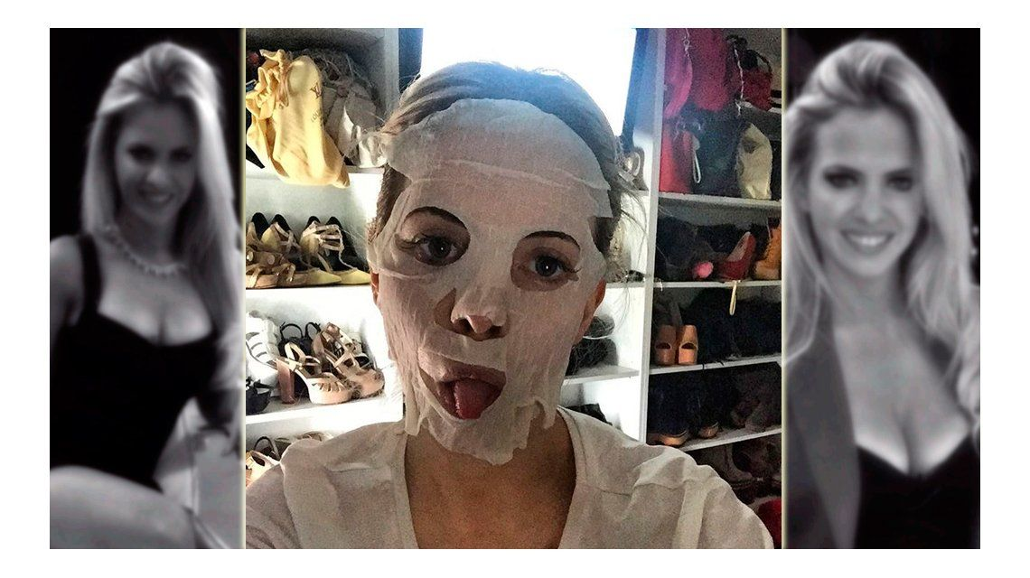 Parece una momia: la foto escracho de una famosa en las redes