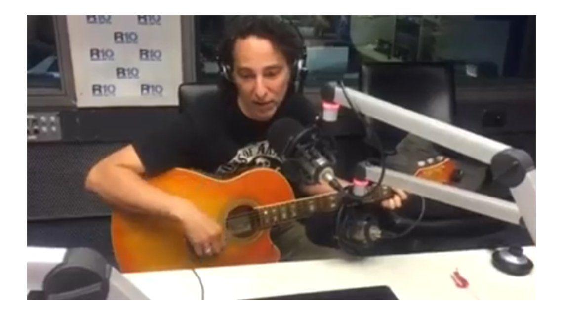 VIDEO: Javier Calamaro le dedicó una canción a minutouno.com