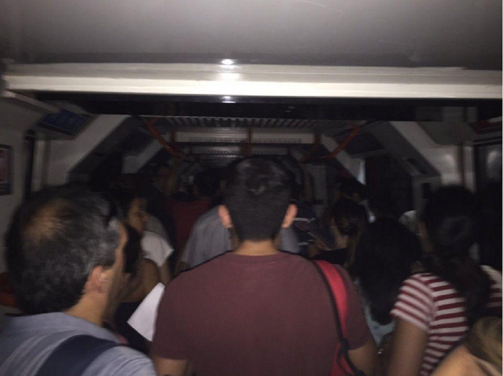 La línea B de subte funciona con servicio limitado entre Rosas y Pellegrini